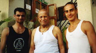 Intialainen guru Sri Pattabhi Jois oli Petri Räisäsen oppi-isä.