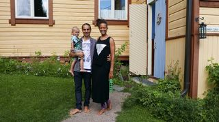 Petrin nykyinen perhe Frantsilan luomuyrttitilalla vuonna 2016.
