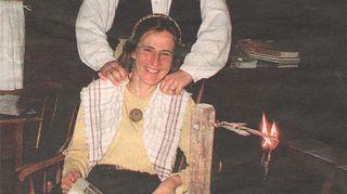 Kuvassa Virpi on miehensä James Cormierin kanssa Koskelan museotorpalla