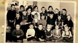 Anita asui lapsuutensa Helsingin olympiakylään rakennetussa suuressa kerrostalossa, jota kutsuttiin Käärmetaloksi.