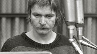 Näyttelijä Heikki Määttänen (Stephen Dedalus) kuunnelman nauhoituksissa. Kuva: Leif Öster/Yle