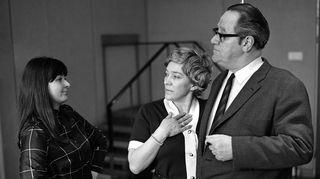 Radioteatteri esittää Karjakko ja kartanon kummitus (1970). Kuvassa vas.-oik. Eriikka Magnusson,  Eila Pehkonen ja Fritz-Hugo Backman