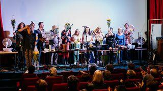 Radiodraaman 90-vuotisjuhlalähetyksen live-kuunnelmien loppukiitosten aika