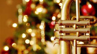 Joulukuusi ja puhallinsoitin