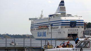 Laiva Helsingin eteläsatamassa