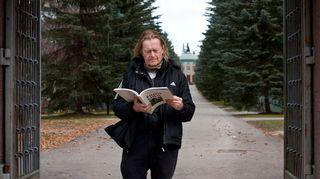 Todellisia tarinoita: Kalevankankaan kalmisto. Näyttelijä Ola Tuominen. Kuva: Jarno Heinonen