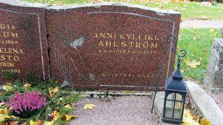Annin hautakivi