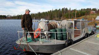 Heino Pitkänen Sossonniemen kalasatamassa Muojärvellä.