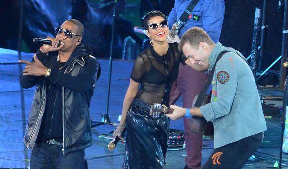 Jay-Z (vas.), Rihanna ja Coldplayn Chris Martin vauhdissa paralympialaisten päättäjäisissä.