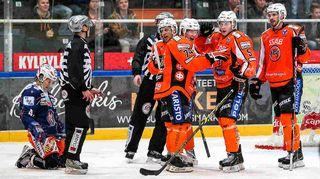 Petteri Nikkilä (74) on juuri laukonut voittomaalin.