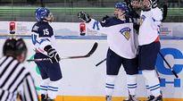 Petrus Palmu ja Vili Saarijärvi juhlivat U18-MM-kisoissa