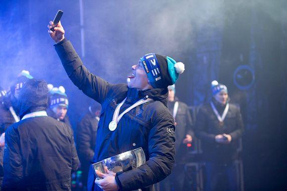 Video: Mikko Rantanen ottaa selfien