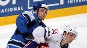 Janne Niskala kamppailee Antoine Roussel'n kanssa.