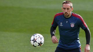 Bayern Münchenin Franck Ribery alkulämmittelyssä.