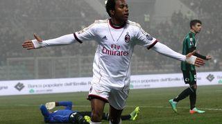 AC Milanin Robinho tuuletaa maaliaan.