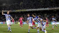 Real Sociedadin pelaajat juhlivat David Zurtuzan maalia.