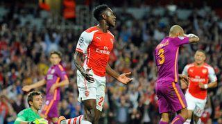 Arsenalin Danny Welbeck juhlii yhtä kolmesta maalistaan Galatasarayta vastaan.