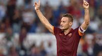 AS Roman Francesco Totti tuulettaa.