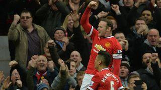 Wayne Rooney tuulettaa maalia