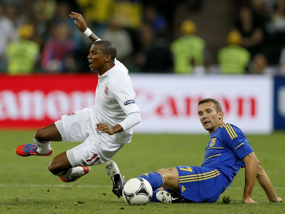 Andri Shevtshenko taklaa Ashley Youngia.