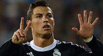 Cristiano Ronaldo juhlii 1-1-tasoitusta sofialaisjoukkueen verkkoon.