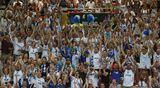 Suomen fanit katsomossa.