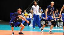 Suomen maajoukkueen Niklas Seppänen vastaanottaa syötön.