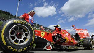 Kimi Räikkösen auto sai vahinkoja kolarin jälkeen Itävallan GP:ssä