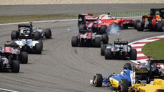 Autot avausmutkassa Kiinan osakilpailussa.