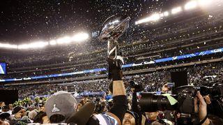 Video: Super Bowlin palkintopysti Seattle Seahawksin pelaajien huomassa.