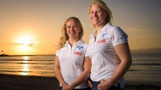 Noora Ruskola (vas.) ja Camilla Cedercreutz.