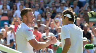Sam Groth ja Roger Federer kättelevät verkolla.