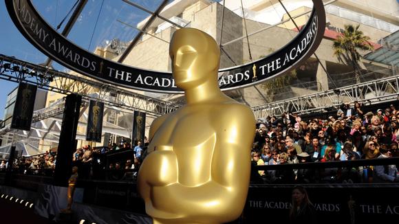 Oscar-patsas Kodak-teatterin edustalla Hollywoodissa.