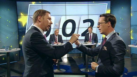 Vasemmistoliiton Paavo Arhinmäki, SDP:n Antti Rinne, kokoomuksen Jyrki Katainen ja RKP:n Carl Haglund Ylen puheenjohtajatentissä.