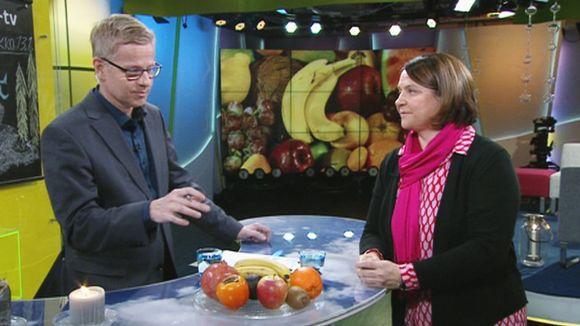 Video: Ravitsemustieteen dosentti Anne-Maria Pajari kertoo, paljonko hedelmiä ja marjoja kannattaa popsia, että pysyisi terveenä talvipakkasilla.