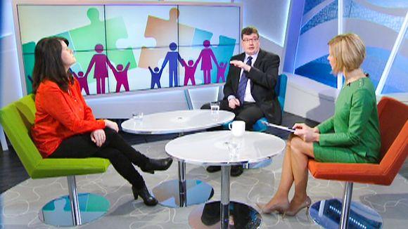 Video: Vihreiden eduskuntaryhmän puheenjohtaja Outi Alanko-Kahiluoto ja Kokoomuksen eduskuntaryhmän puheenjohtaja Arto Satonen keskustelivat turvapaikansaaneiden perheenyhdistämisten tiukentamisesta.