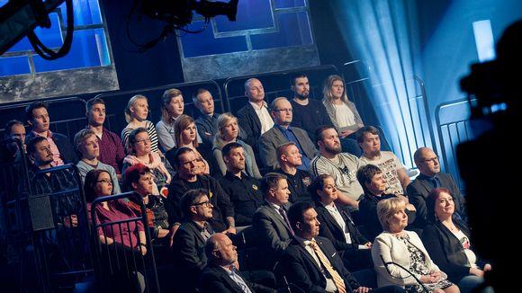 Yleisöä ja vieraita A2 Tuomio-illassa