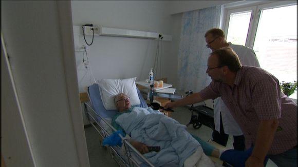 Rääkkyläläinen keuhkokuumepotilas Tenho Mikkonen on tyytyväinen Attendon lääkärilaplveluihin.