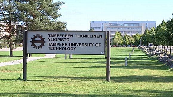 Tampereen teknillisen yliopiston kyltti.