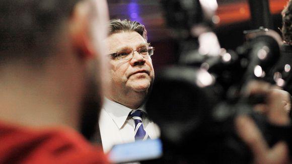 Timo Soini Musiikkitalon vaalivalvojaisissa.