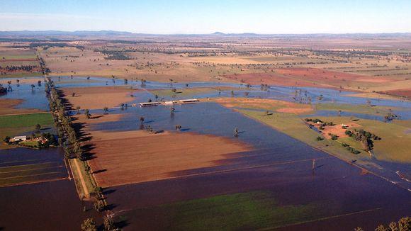 Ilmakuva Forbesin kaupungin tulvien täyttämistä alueista 8. maaliskuuta 2012.