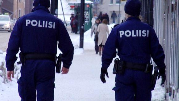Poliisin katupartio Helsingin Kampissa.