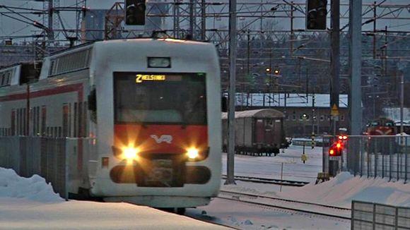 Lähijuna saapuu Lahden asemalle
