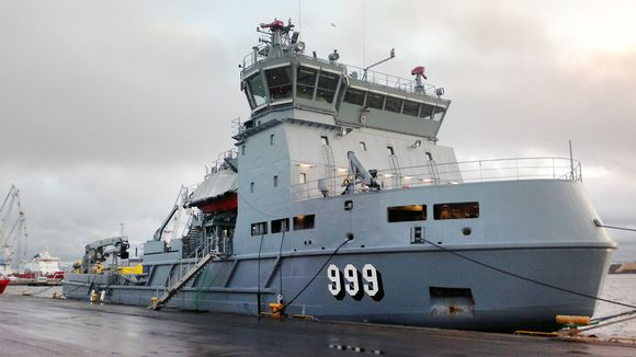 Öljyntorjunta-alus Louhi Rauman satamassa.