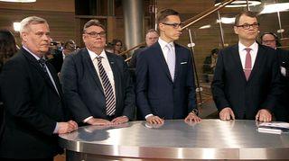 Neljän suurimman puolueen puheenjohtajat tentissä Pikkuparlamentissa ennakkoäänten tulosten tultua.