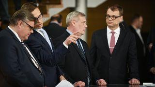 Video: Timo Soini, Alexander Stubb, Antti Rinne ja Juha Sipilä Pikkuparlamentin tulosillassa.