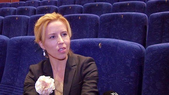 Virpi Suutari kertomassa elokuvastaan Hämeenlinnassa BioRexissa.