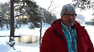 Mies takanaan talvinen maisema