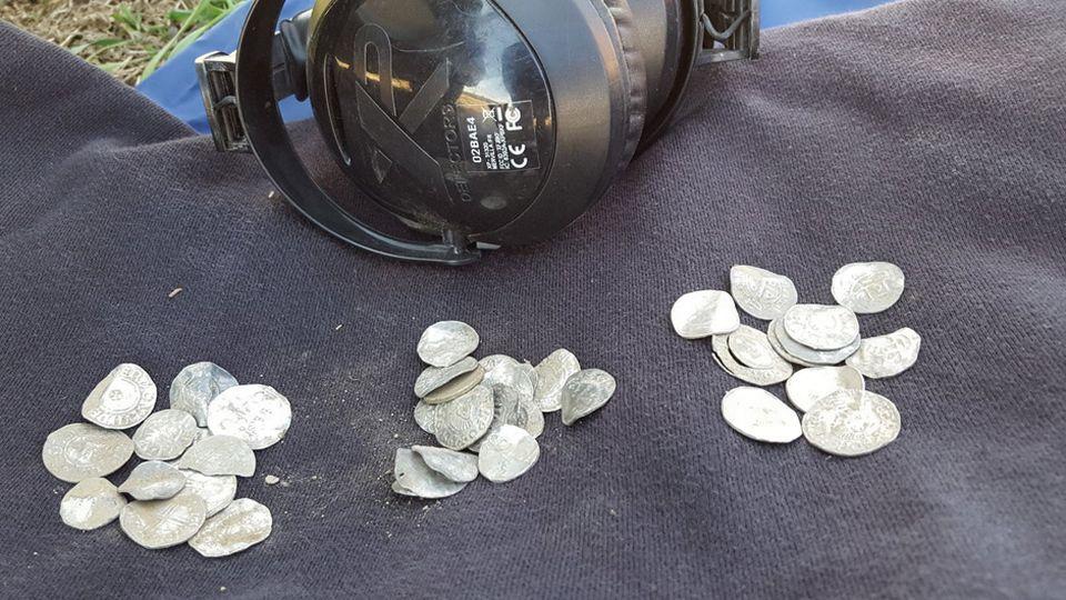 Клад викингов? в финляндии обнаружен тайник с древними монет.