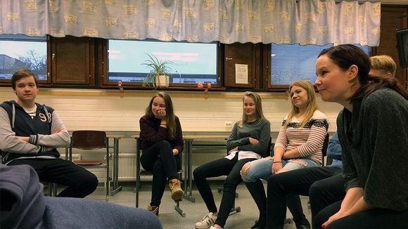 Nuoria ryhmätyössä